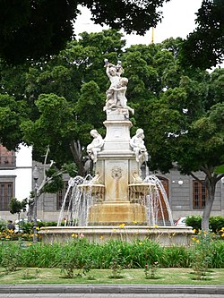 Plaza Central 250px-Santa_Cruz_Brunnen_auf_der_Plaza_Weyler_fcm