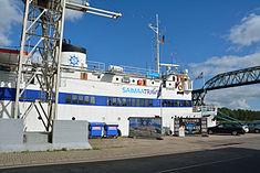 Schleswig-Holstein, Hochdonn, Fähranleger am N-O-Kanal; das Motorschiff Brahe lag dort als Hotelschiff für Wacken Open Air 2015 NIK 5394.jpg