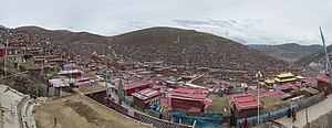 Larung Gar Buddhist Academy - Panorama of the institute in Sêrtar, facing south