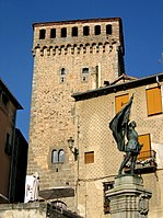Segovia statue and Tower.jpg