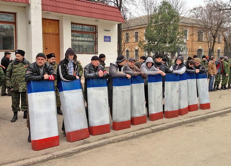 File:Selbstverteidigung auf der Krim, März 2014.jpg