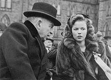 Shirley Temple all'età di sedici anni nel 1944 con William Lyon Mackenzie King, primo ministro del Canada