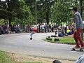 Skateboarding en el parque nacional con bandera Colombiana.JPG