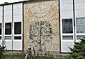 Sluneční hodiny na škole v Kostomlatech nad Labem (Q104976239) 01.jpg