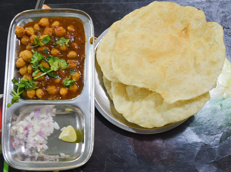 800px Spicy Chole Bhature