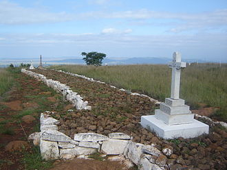 Battle of Spion Kop - This photo shows a section of the British graves at the site of the Battle of Spioenkop. Many of the fallen soldiers were buried in the trenches where they died. These graves therefore give an indication of where the trenches were located at the time of the battle.