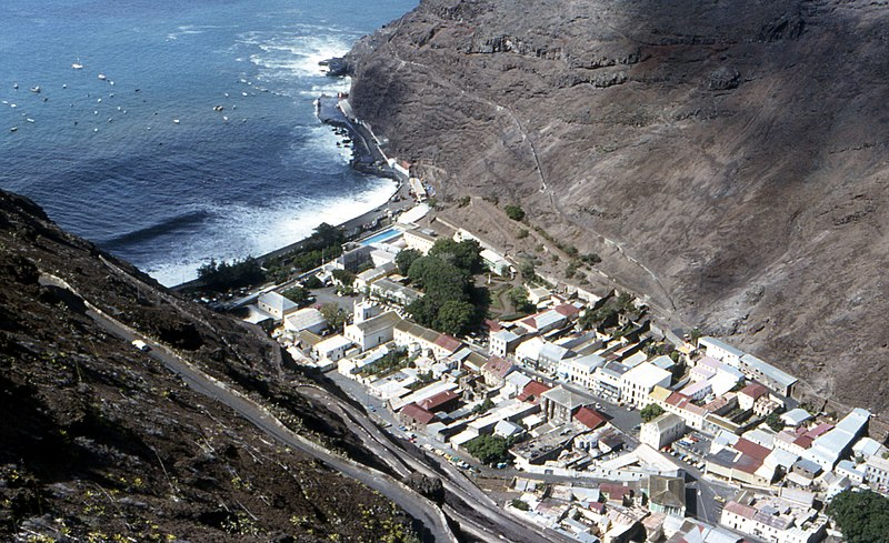 Ficheiro:St-Helena-Jamestown-from-above.jpg