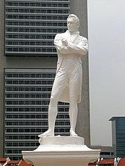 Statue von Thomas Stamford Raffles von Thomas Woolner, erbaut am (vermuteten) Landungspunkt. Raffles wird als Gründer des modernen Singapur anerkannt.
