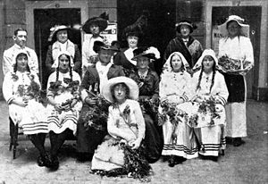 Daphne Mayo - Daphne Mayo (seated front and centre), Wattle Day celebrations, Brisbane, 1914