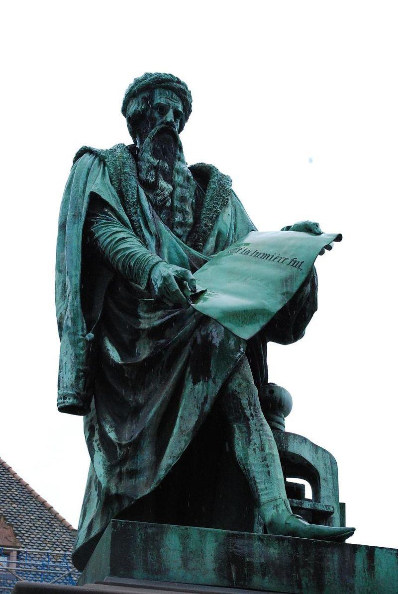 Statue de Jean Gutenberg %C3%A0 Strasbourg.jpg