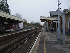Strawberry Hill railway station - Image: Strawberry Hill stn look north