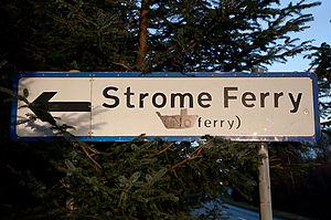 Stromeferry - The road sign modified for the temporary ferry operation