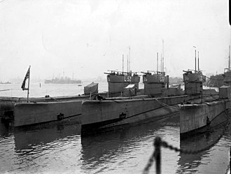 Irene incident - L class submarines at Gosport in 1933, the type of 4-inch guns used against the SS Irene can be seen mounted on the conning towers.
