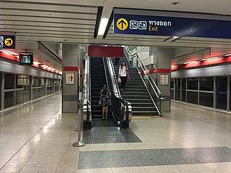 Sutthisan MRT station - Image: Sutthisan Station platform level (1)