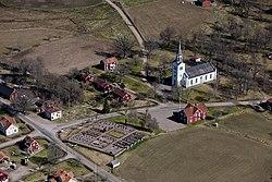 Svinhults kyrka från luften.jpg