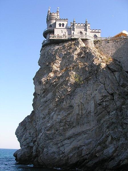 Lastivchyne hnizdo Swallow's Nest castillo nido de golondrina castle