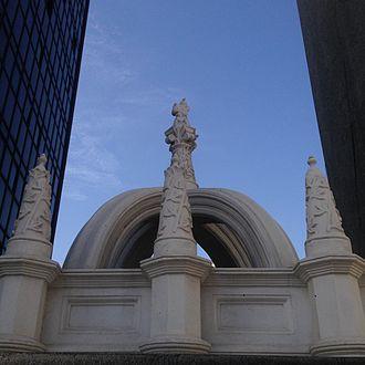 Taiwo Olowo - Taiwo Olowo's Cenotaph