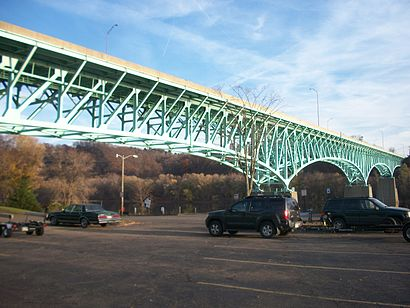 How to get to Tarentum Bridge with public transit - About the place
