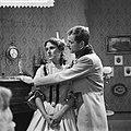 Televisiespel De erfgename , links Manon Alving , rec Doude van Herwijnen, Bestanddeelnr 910-8827.jpg