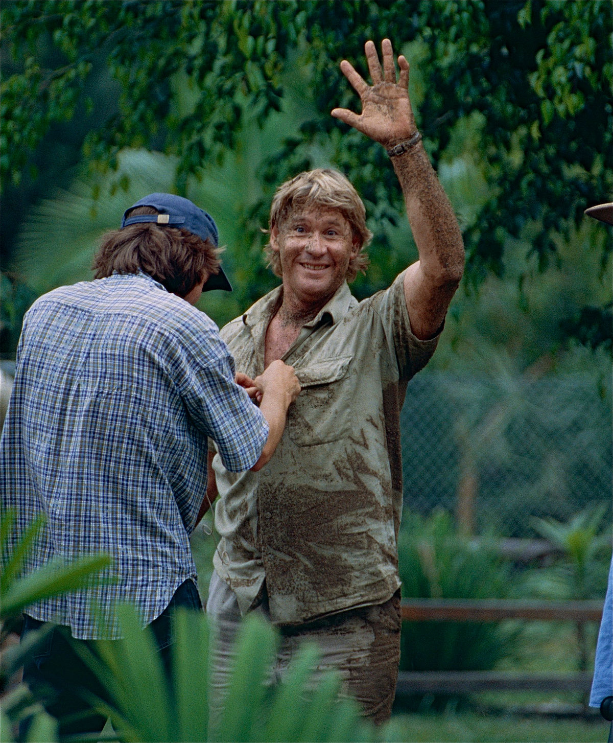 "The Late "" Crocodile Hunter "" Steve Irwin after playing with Dingos (10248657575).jpg"