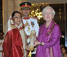 The President, Smt. Pratibha Devisingh Patil presenting the Padma Shri Award to Dr. Martha Alter Chen, at an Investiture Ceremony II, at Rashtrapati Bhavan, in New Delhi on April 01, 2011.jpg