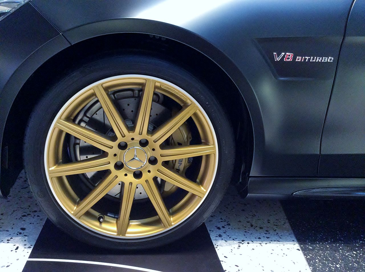 File the tire wheel of mercedes benz e63 amg s 4matic for Mercedes benz e350 tire size