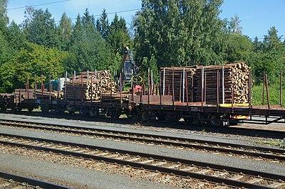 Järnvägen används mest för transport genom Karelen