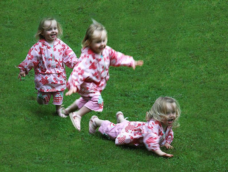 File:Toddler running and falling.jpg
