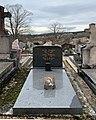 Tombe de Justin Borron, maire de Jujurieux de 1949 à 1976.jpg