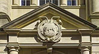Hertford College, Oxford - The drinking hart with motto as above the modern main gate of Hertford College