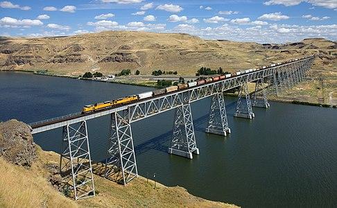 UP EMD SD9043AC Joso Bridge, USA.jpg
