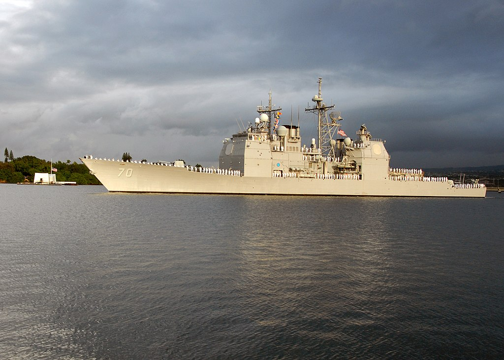 File:USS Lake Erie (CG-70) renders honors.jpg - Wikimedia Commons