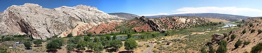 US Utah Dinosaur Monum Panorama 10.jpg