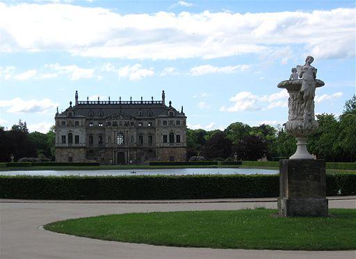Ueppigkeitsvase Palais Grosser Garten Dresden-1