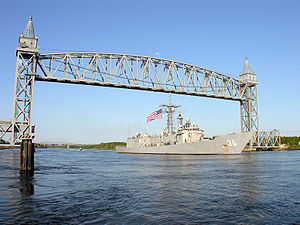 USS Underwood (FFG-36) - Image: Underwood under Buzzards Bay Bridge