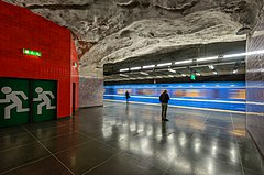 Universitetet metro station January 2015 04.jpg