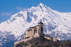 Le château de Valère et le Haut de Cry vus depuis Sion, en Suisse. (définition réelle 4967×3311)