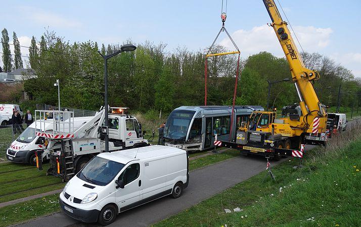 Valenciennes & Anzin - Déraillement de la rame de tramway n° 17 à la sortie du dépôt de Saint-Waast le 11 avril 2014 (083).JPG