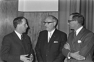 Johan van Hulst - Van Hulst (centre) in 1969