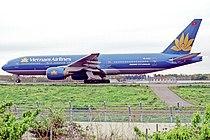 Vietnam Airlines Boeing 777-26KER (VN-A143–33502–450).jpg