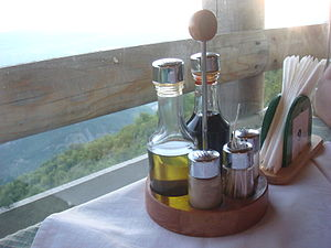 English: Vinegar & Olive Oil