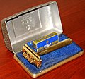 Vintage King Oscillator DE Safety Razor With Moving Blade, Solid Brass, Made In USA, Circa 1946 (24916822057).jpg