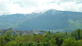 Vitosha seen from the center of Sofia.jpg
