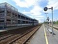 Voies grandes lignes avec le nouveau parking de la gare de Longueville.jpg