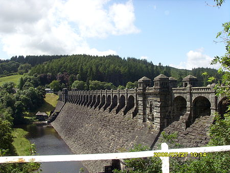 A sideview of the Lake Vyrnwy dam, in Wales, finished in 1888 Vyrnwy dam.JPG