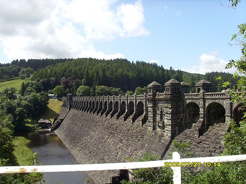 A sideview of the dam (2009) Vyrnwy dam.JPG