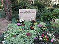 Waldfriedhofdahlem prof sinha-edler von jaschke.jpg