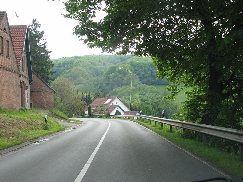 File:Wallücke Passstraße von Norden.jpg