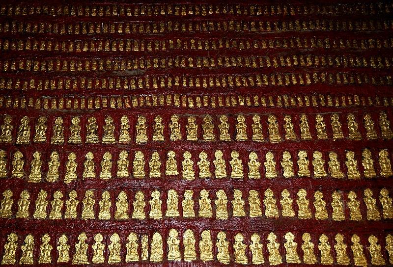 File:Wat Mai Suwannaphumaham temple interior.jpg
