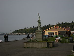 Alki Beach Park - Image: West Seattle Statue of Liberty 02